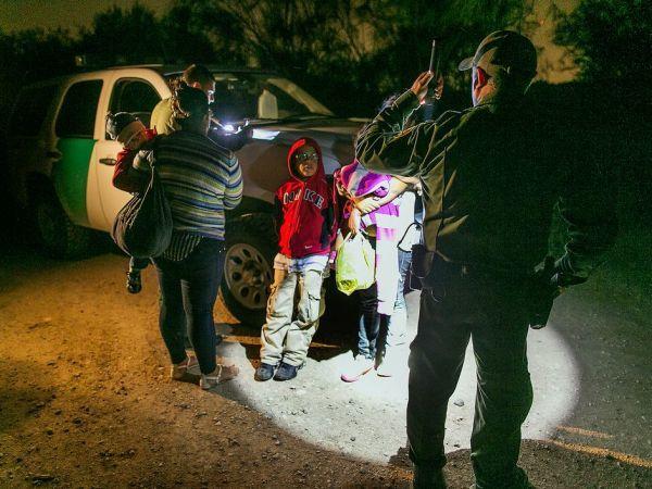 honduras-immigration-gang-violence-01_81890_990x742_600x450.jpg