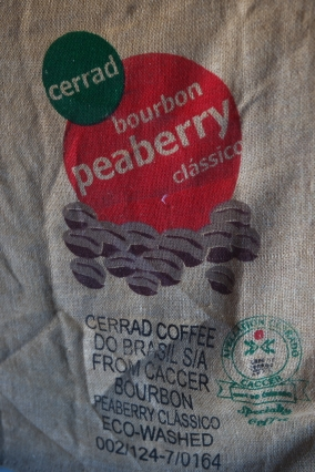 Cerrad bourbon Peaberry の麻袋-01