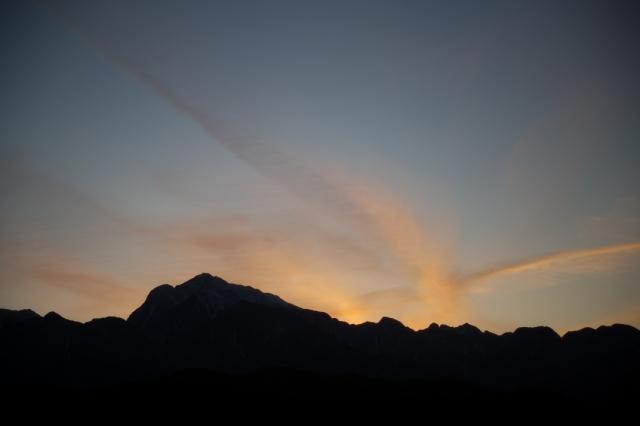 甲斐駒ヶ岳と飛行機雲のコラボ-04