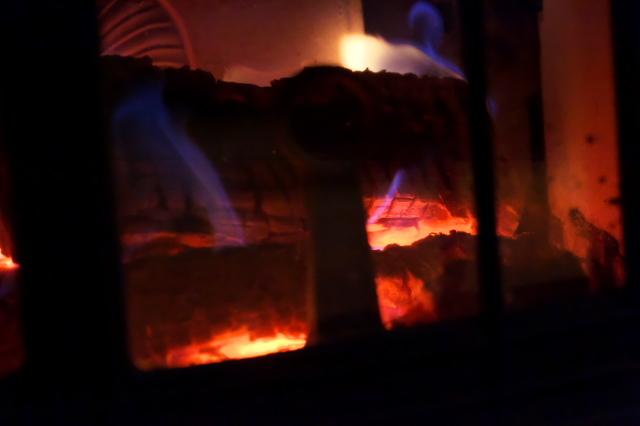薪ストーブの暖かさ-02
