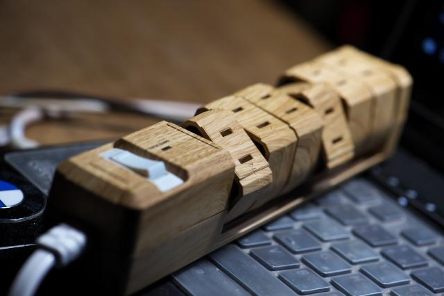 木製のテーブルタップ-01