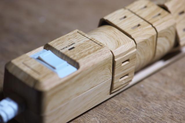 木製のテーブルタップ-03