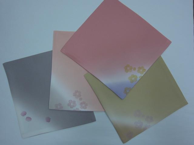 友禅_ぼかし桜3色、花びら3枚散らし(桜鼠)