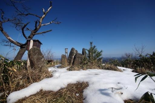 山頂部の石柱群