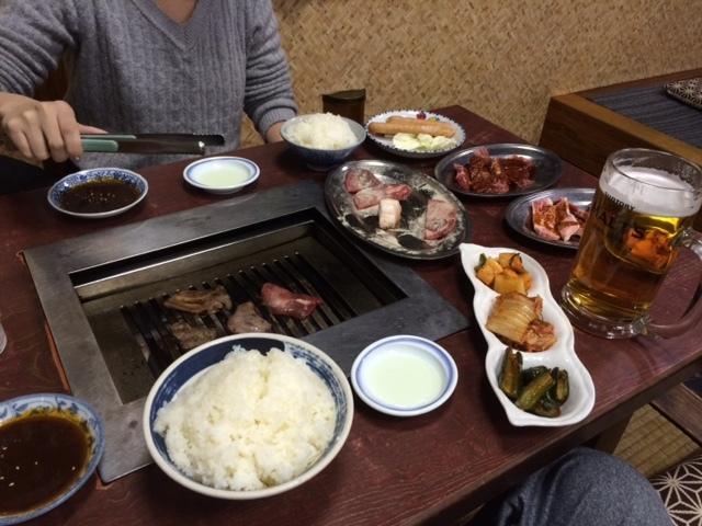 [倉敷]焼肉 武蔵の塩タンが激ウマ! 肉を焼く
