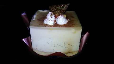 ブロンドチョコレートのスペシャルケーキ (2)
