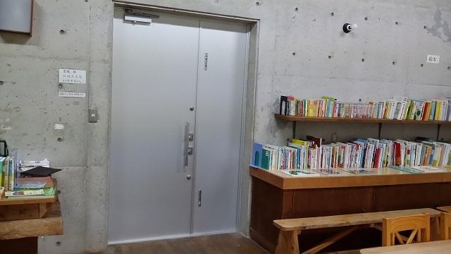 図書館ドア