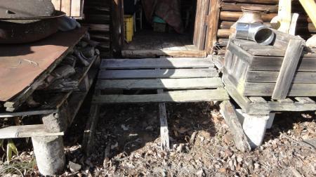 古い小屋の入り口