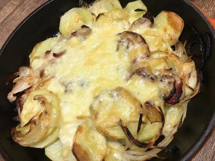 スキレットでジャーマンポテトのチーズ焼き