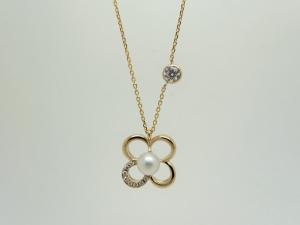 パールとダイヤのネックレス1