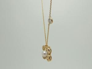 パールとダイヤのネックレス2