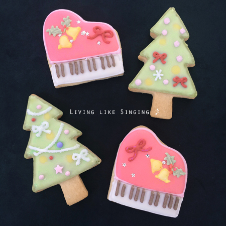 ピアノとクリスマスツリーのアイシングクッキー