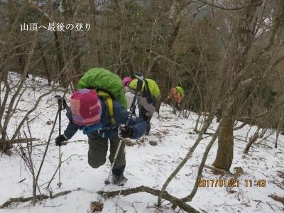 山頂へ最後の登