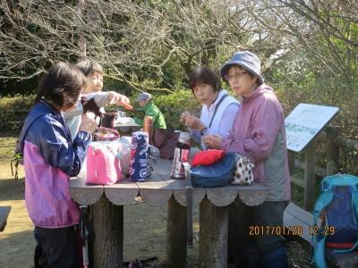 昼食(富山北峰山頂)