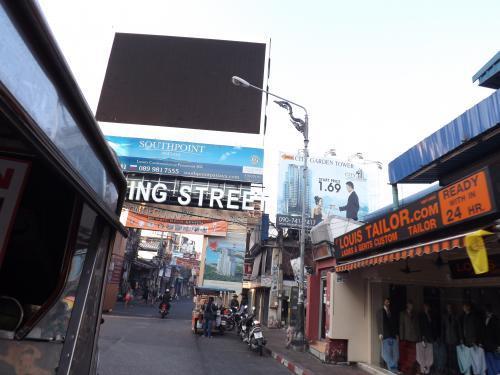 朝のウォーキングストリート