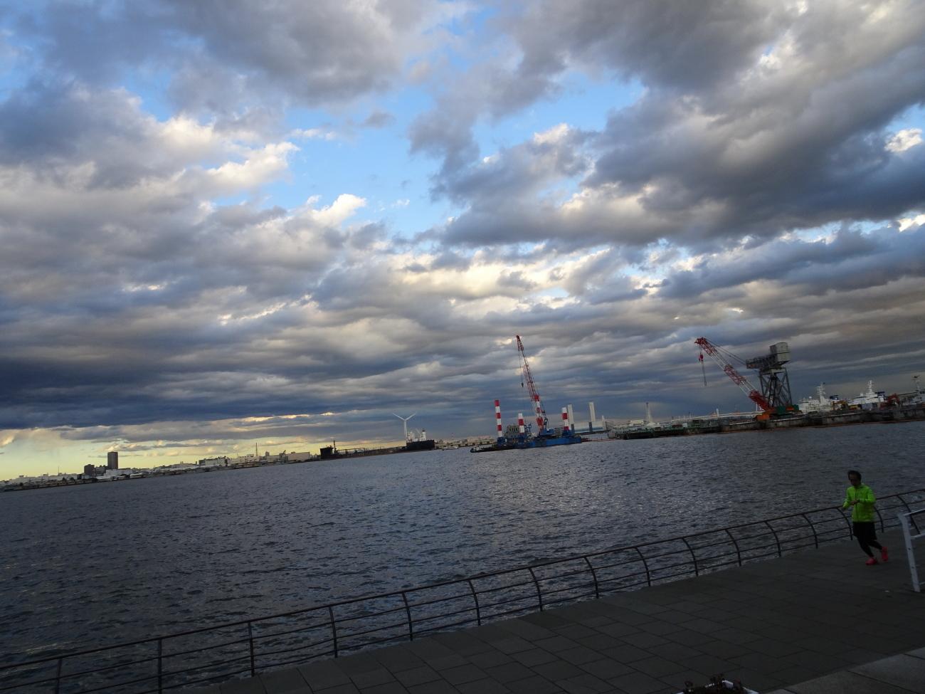 汽笛横浜港