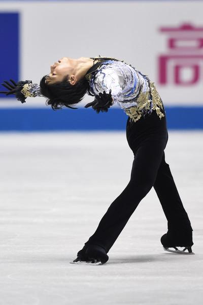 Yuzuru_Hanyu_ISU_World_Team_Trophy_Day_2_5GtIpp_u4Oel.jpg