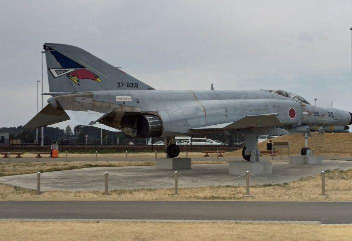 本物の戦闘機や偵察機が展示