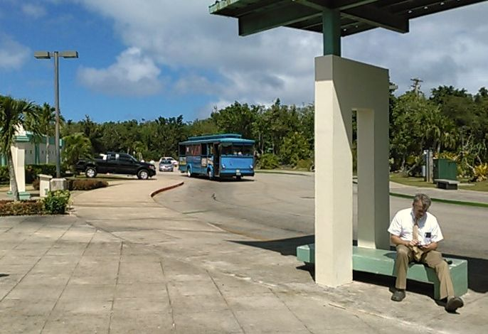 恋人岬シャトルバスは青いバス