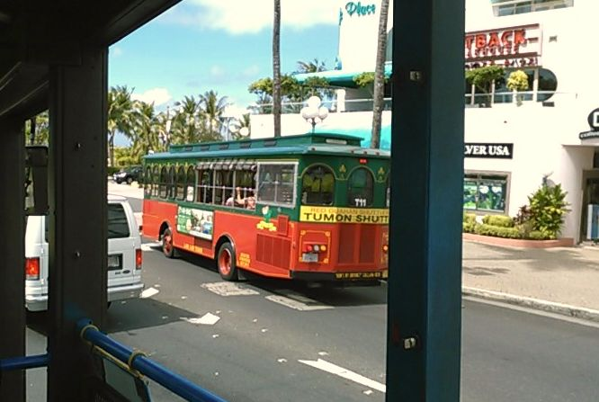 タモンシャトルバスも窓なし