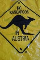 カンガルーはいないと書かれた袋