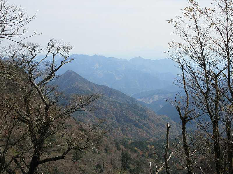 IMG6150JPG山頂より刈又山と犬ケ岳遠望