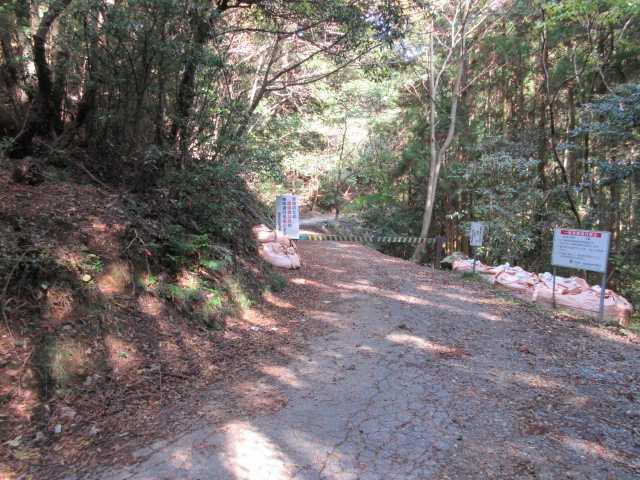 IMG6433JPG2番目の林道ゲート手前に尾根取り付き