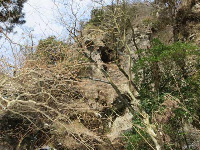 IMG7299JPG行者滝上部の眼鏡岩