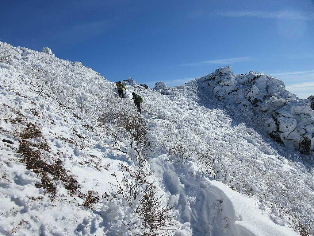 IMG7483JPG星生山を歩く登山者