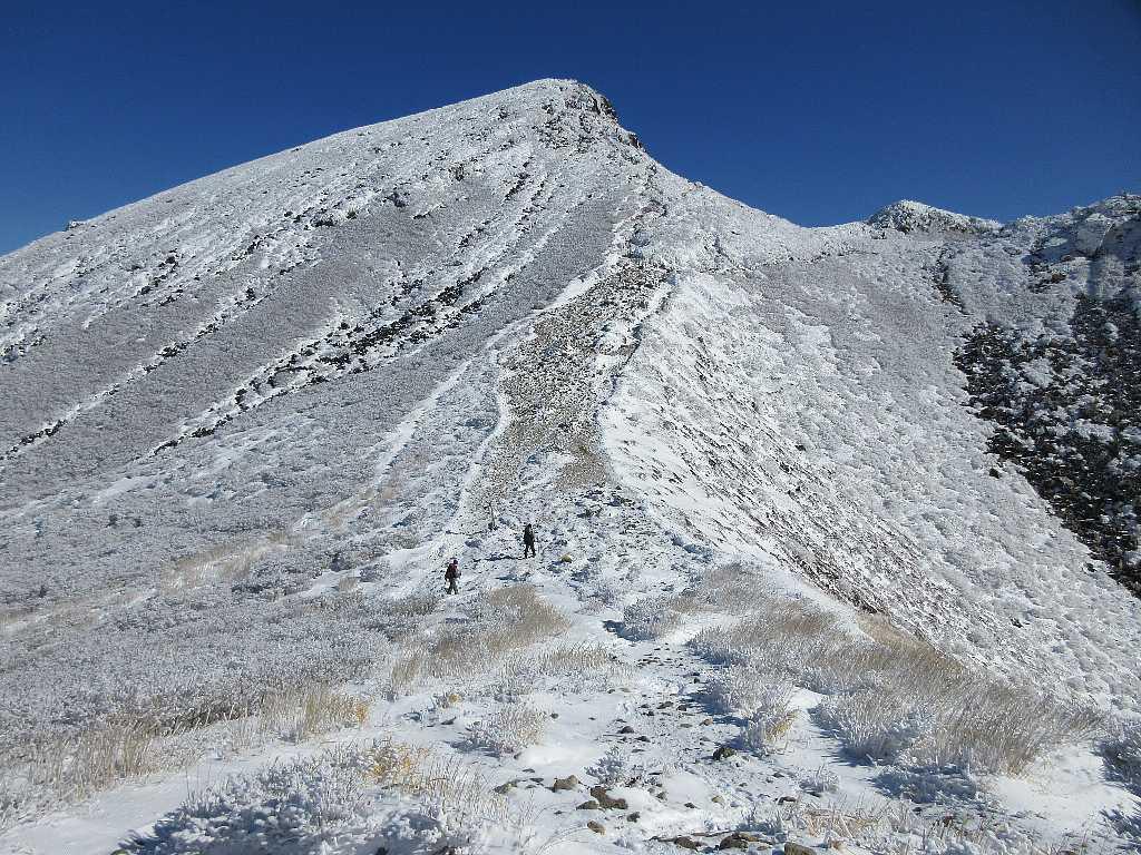 IMG7416JPG天狗方面へ向かう登山者