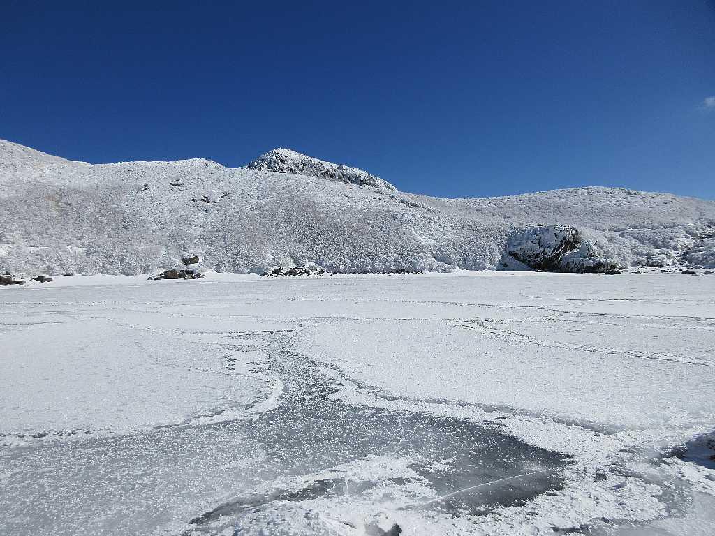 IMG7421JPG御池と後方に中岳