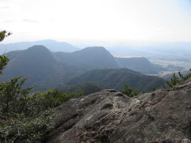 IMG7584JPG国見岩より香春岳