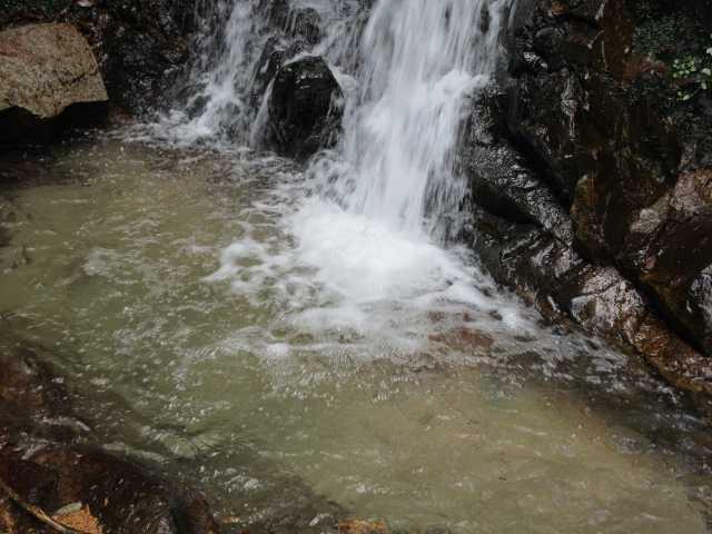 IMG7630JPG円陣の滝2