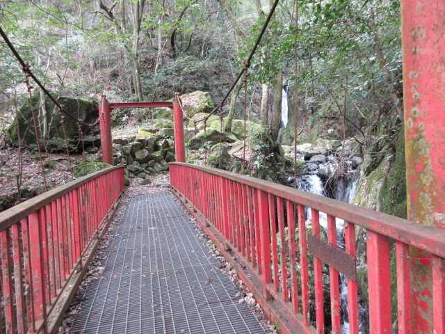 IMG7924JPG1の滝下の赤橋健在