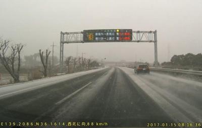 関越高速雪注意