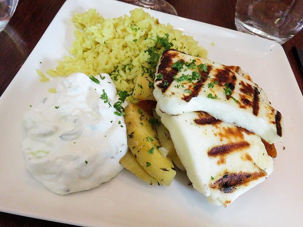 フィンランド タンペレ Grill レストラン ハルミチーズ