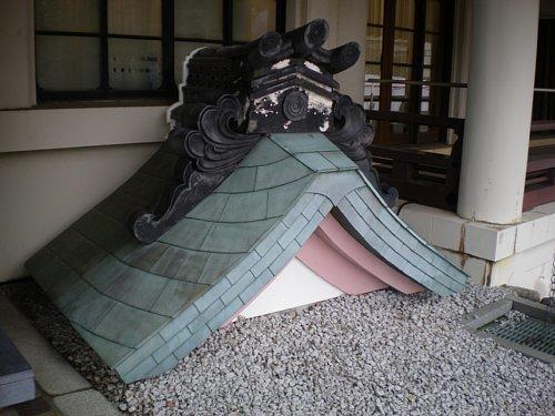 旧琵琶湖ホテル・鬼瓦