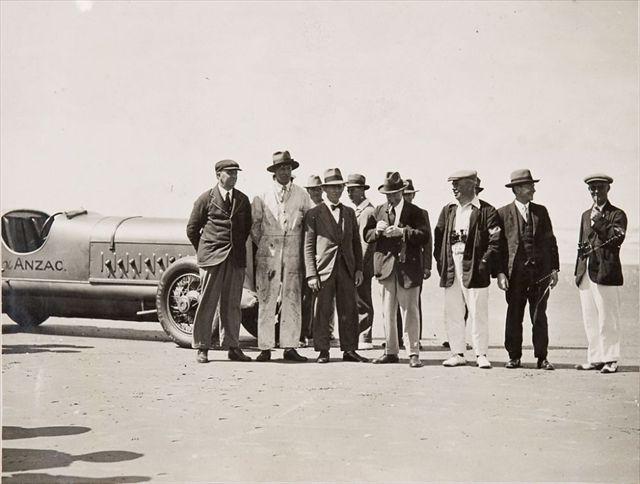 vintage-Motor-Racing-from-1920s-30s-15_R.jpg