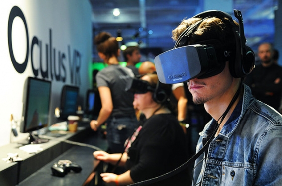 OCULUS-RIFT-headset-conference-2013-billboard-650.jpg