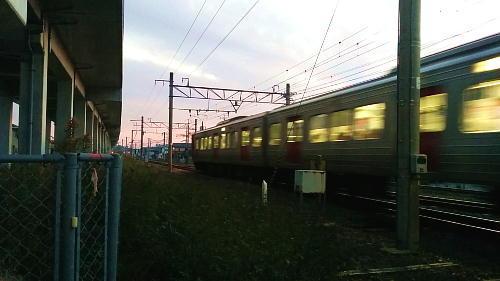 夕暮れ813系電車