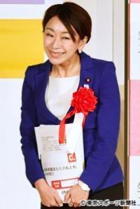 満面の笑みだった山尾志桜里衆院議員(42)にも非難ごうごう