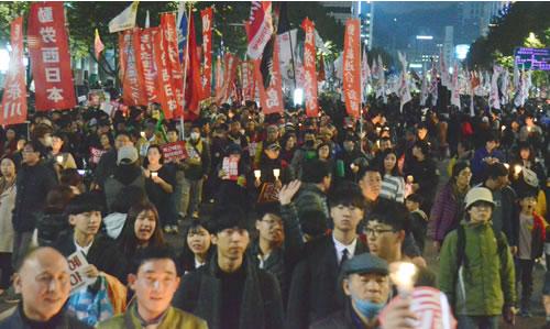 「パククネ退陣!」を叫ぶ労働者人民がソウル中心部を制圧