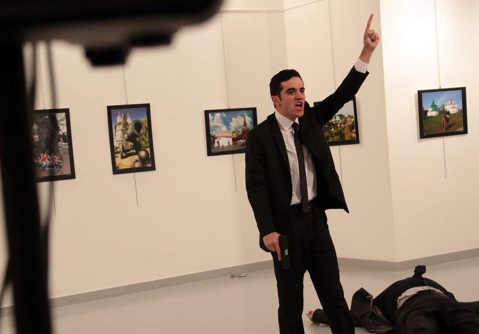 トルコ ロシア大使 護衛 テロ シリア プーチン大統領 エルドアン大統領