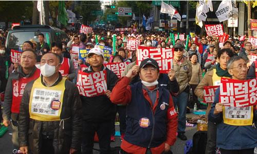民衆総決起大会に参加する三里塚反対同盟の萩原富夫さん