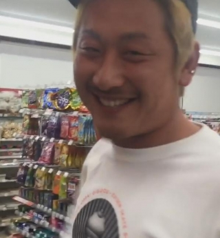 コンビニおでんつんつん男、捕まる … 無職・豊嶋悠輔容疑者(28)、威力業務妨害と器物損壊の容疑で逮捕、撮影者についても捜査中