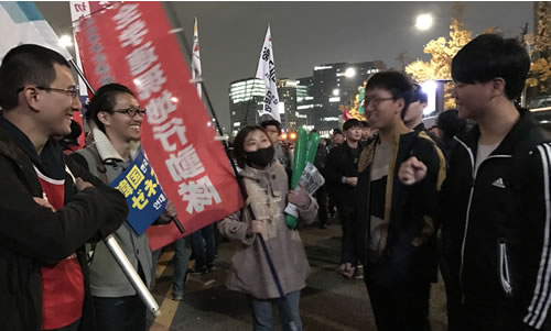 韓国の学生と交歓する全学連