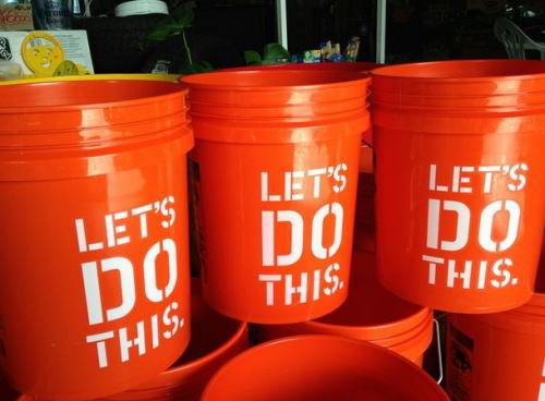 5ガロンと3ガロンの容器を使って4ガロンの水を正確に入れる方法