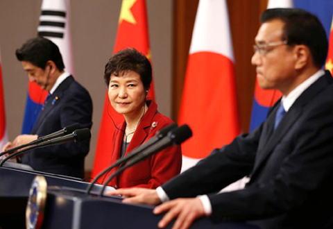 日本はスワップ中断、中国はサード報復…韓国が国際サンドバック状態