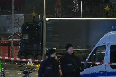 トラック テロ ベルリン クリスマス市場 ドイツ 移民