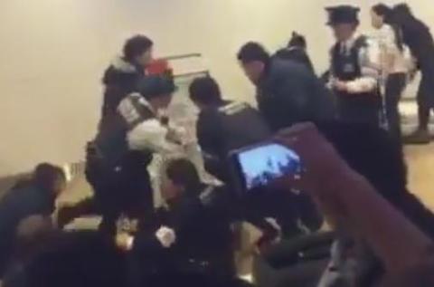 新千歳空港 中国人 欠航 大雪 暴動